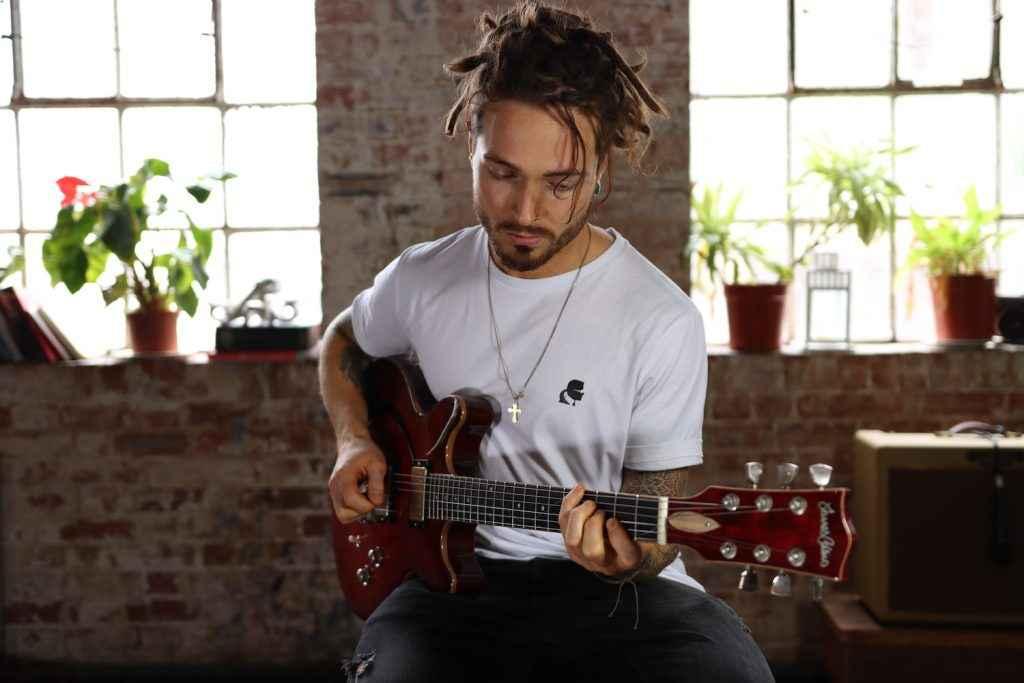 Ashton Sellars Rotosound London jazz guitarist guitar player young neo soul neosoul pickup music pickupmusic pickupjazz total refreshment centre